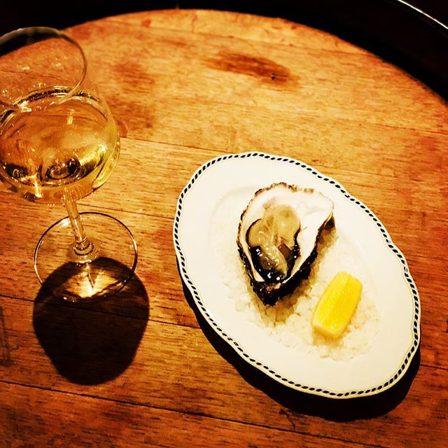TODAY: Oyster 2€ and Glass of Sparkling wine 5€. #oysters #barfood #berlin #kreuzberg #neukölln #naturalwine #sparklingwine