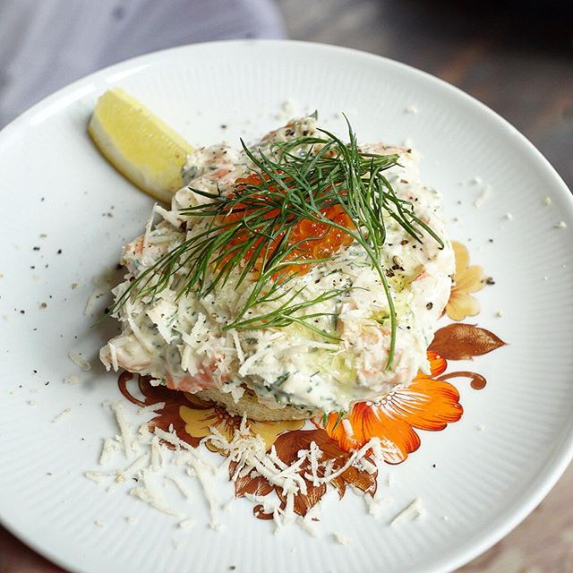 Toast Skagen - Shrimps on toast with salmon roe, mayo & dill 🍤🌿 #swedishsunday#wildthings#berlinfood#swedishfood#treatyoself
