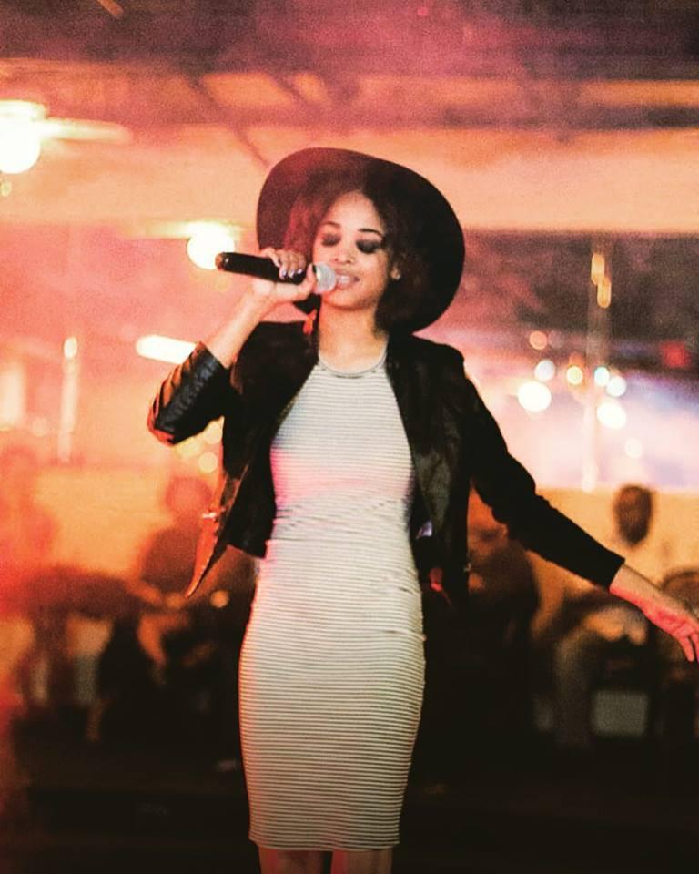 Live Performance - Singer, Soleil