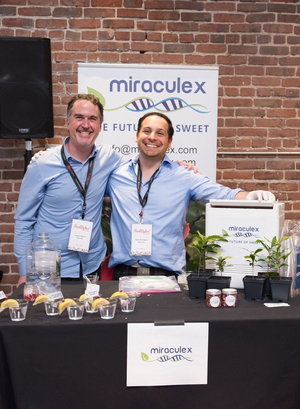 Jason Ryder (Left) and Alan Perlstein (Right) showing FoodBytes attendees the power of miraculin.