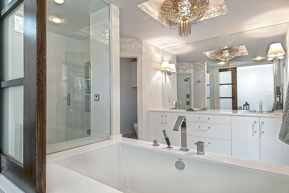 PIC 7 Bathroom.jpg