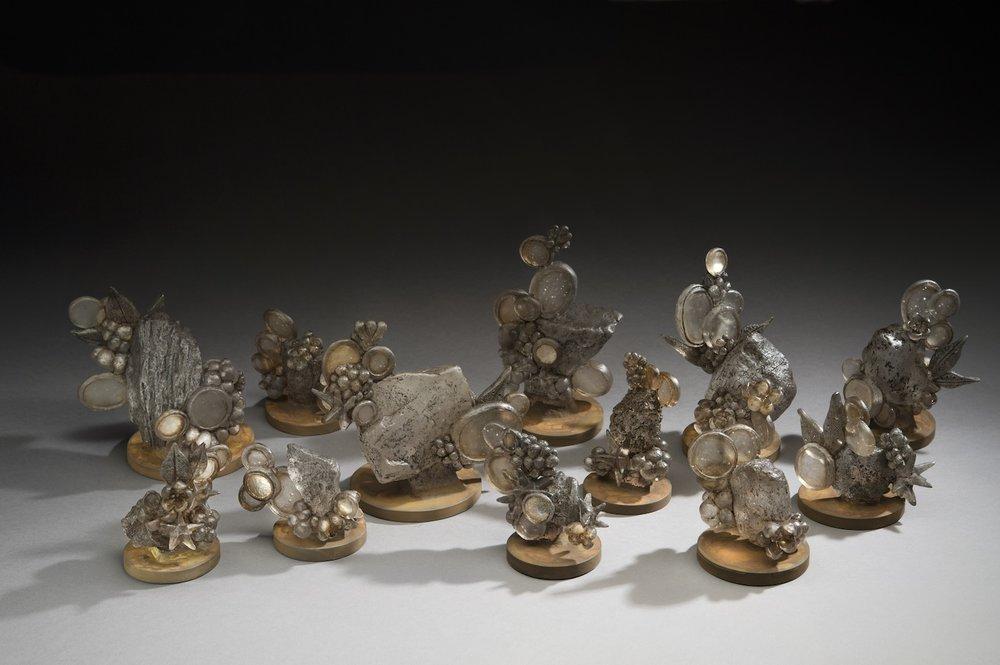 The Echo from the Highland I, Kiln-formed glass, tea, steel, silver, Dimension Variable, 2015 |高地回声I,玻璃,茶,铁,银箔,尺寸可变,2015