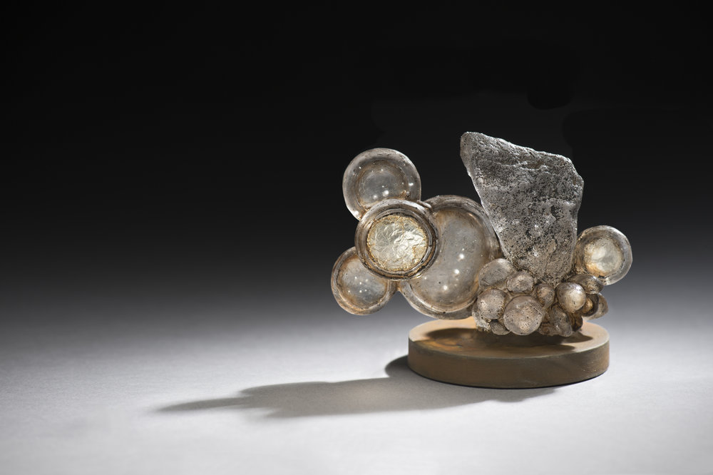 The Echo from the Highland I,Kiln-formed glass, tea, steel, silver, Dimension Variable, 2015 |高地回声I,玻璃,茶,铁,银箔,尺寸可变,2015