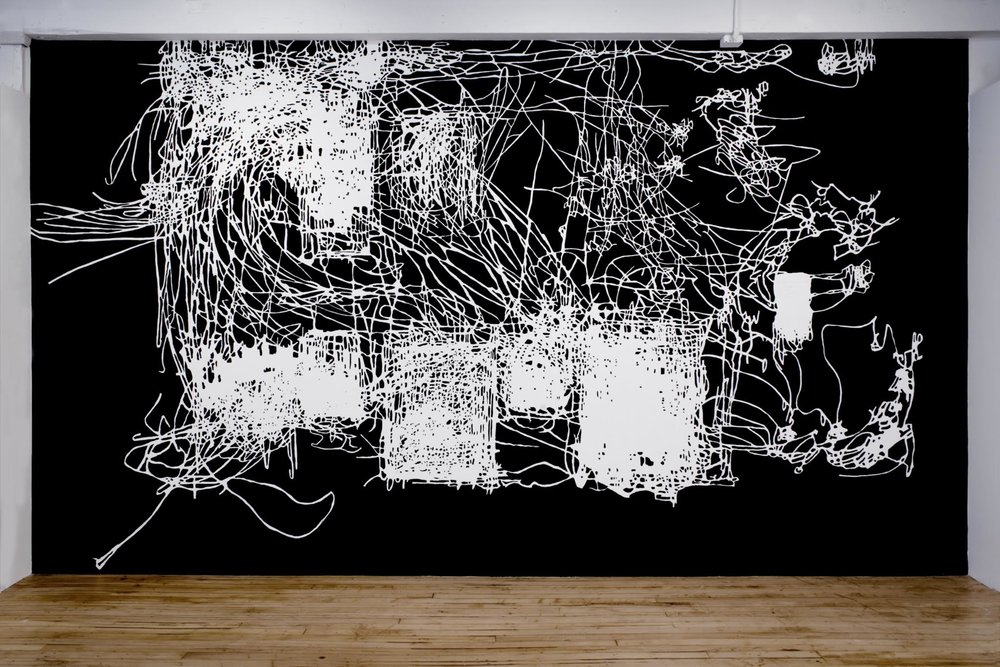 Morgan O'Hara, Painter at Work-2011, site specific wall drawing with flat black acrylic paint on white walls, 9 x 16 ft., 2011. ©2017 Morgan O'Hara, courtesy The Painting Center, New York 摩根·奥哈拉,工作中的画家-2011,白墙上黑色丙烯场域特定墙画,2.74 x 4.88米,2011. ©2017 摩根·奥哈拉,致谢纽约绘画中心