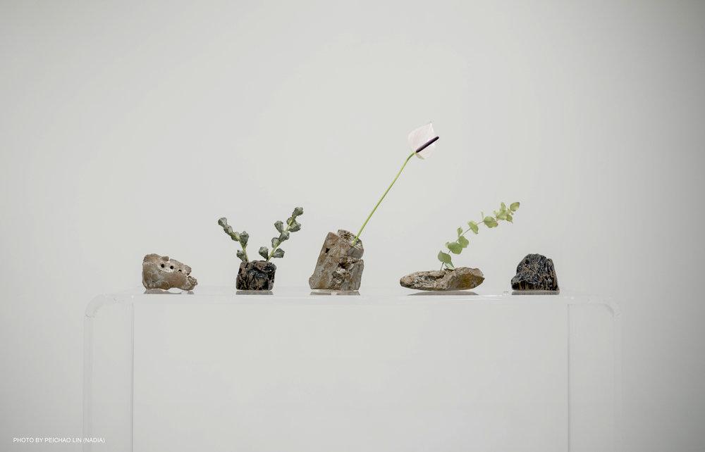 Renqian Yang, Flower Vase Set, 2018. Photograph by Nadia Peichao Lin. 杨人倩,陶瓷花器,2018. 摄影:林沛超