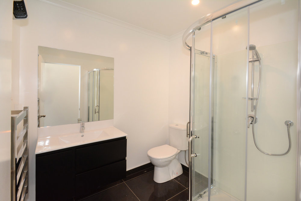 Executive Studio ensuite bathroom