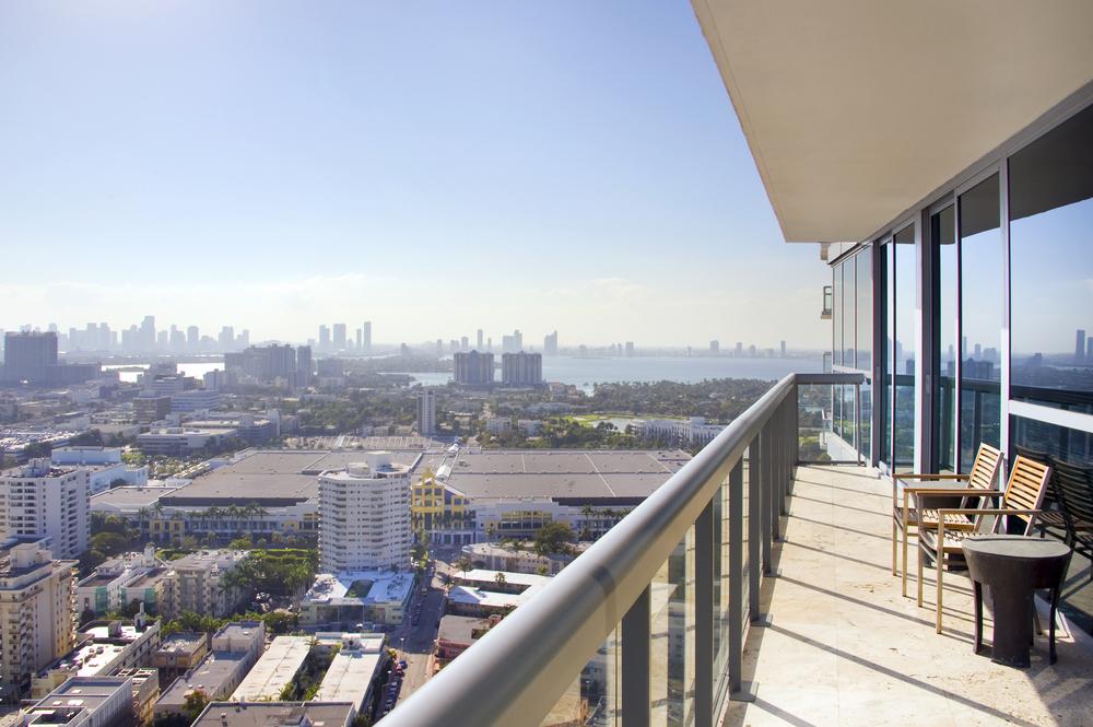 09-Balcony (2).jpg