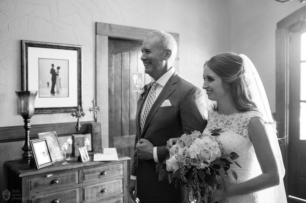 Photographs of Shannon & John's Cullman, AL wedding at Stone Bridge Farms by Alabama wedding photographers Little Acorn Photography (Luke & Jackie Lucas).