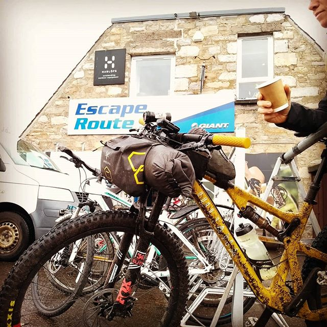 When local bike shops go that extra mile #weloveyourcoffee ☕  #escaperoutebikes 🚴‍♀️ @escaperoutecafe @escaperoutebikes @orangefoxbikes @backcountry.scot . . .  @apidura @leighdaycycling @komoot @gala_academy @sustransscotland @leecraigie_  @jennygrahamis_ @julianabicycles @junglemassiv @bikepackingcom
