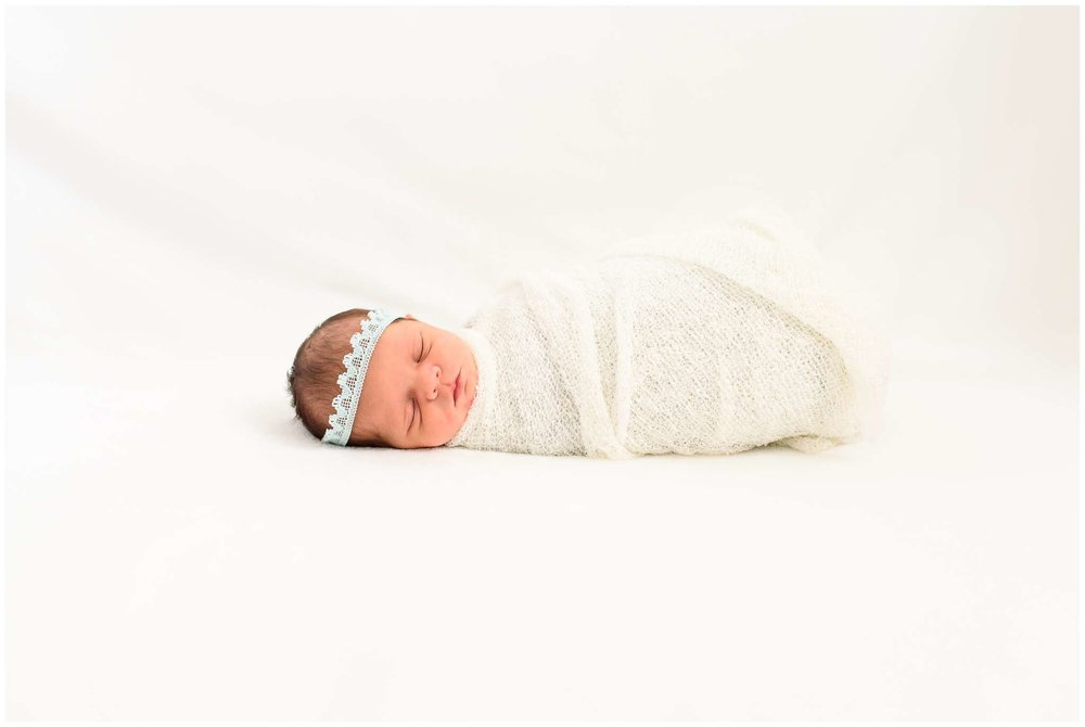 Emery Newborn_2214.jpg