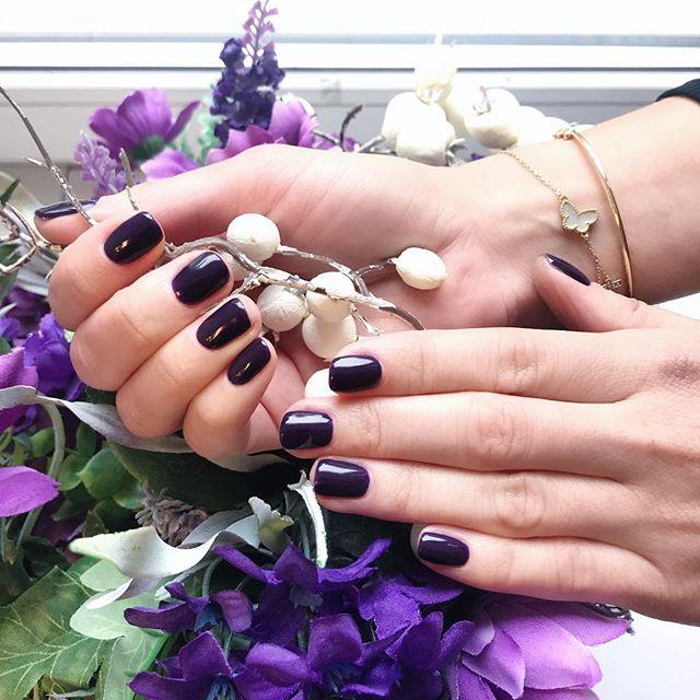 Любимое время года 🍂🍁 - время черничных оттенков😍 ⠀ Мастер - Анастасия 💅🏽 ⠀ #пушкин #салон #санктпетербург #питер #спб #косметология #маникюр #педикюр #ногти #красота #любисебя #царскоесело #осень
