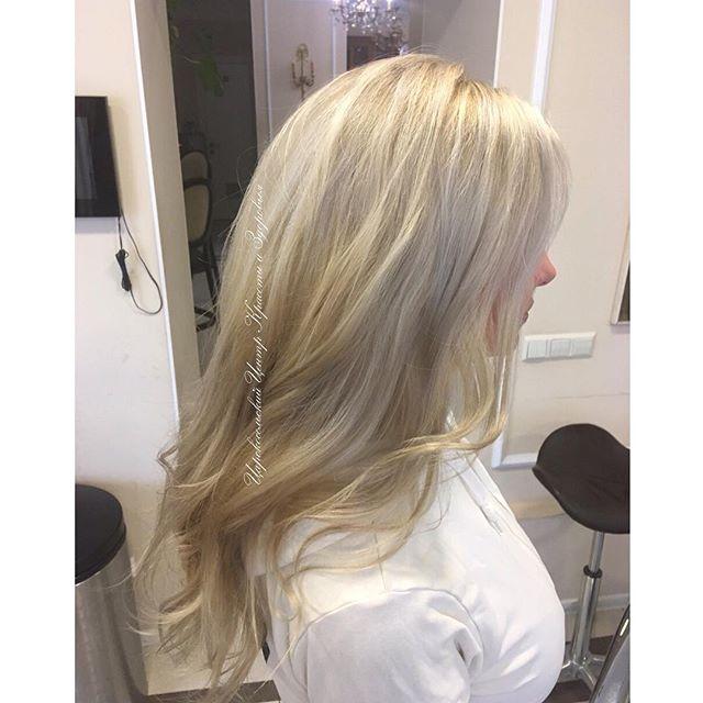 ✨Блонд — самый сложный в исполнении и уходе цвет. К тому же не все знают, что нужно регулярно тонировать волосы. ⠀ 💖Тонирование — святой ритуал для блондинки. Тон закрывает пористые осветленные волосы и они выглядят даже более здоровыми и блестящими, чем до окрашивания, наполненные цветом играют бликами. ⠀ 💝Мастера Царскосельского Центра Красоты и Здоровья прекрасно справляются с этой задачей! ⠀ На фото работа мастера Юлии Тепловой. ⠀ Запись по телефону: +7-812-470-18-42 ⠀ #stp #spb #pushkin #салон #любисебя #волосы #парикмахер #мастер #красота #тонирование #маникюр #педикюр #лучшее #блонд #блондинка #мелирование