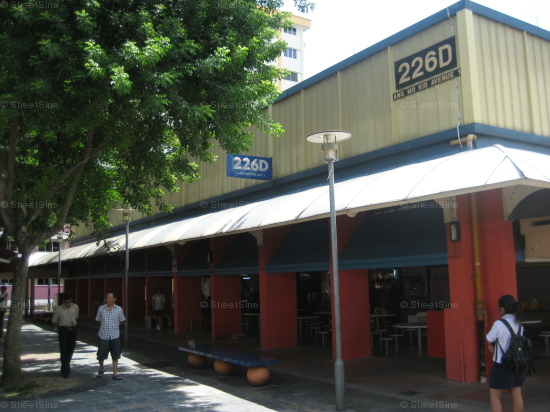 Ang Mo Kio Avenue 1 Block 226D Hawker Centre is a common food destination for residents nearby.