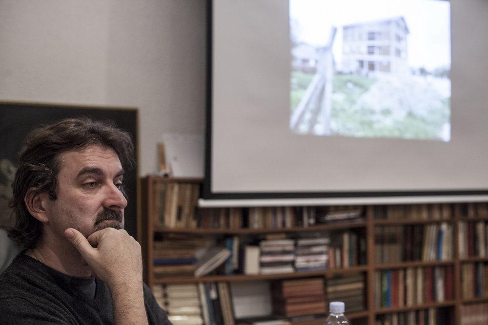 Branislav Jakovljevic Predavanje Diletantske inscenacije i teatar zločina održano 25 novembra 2015  Foto Srdjan Veljović .jpg