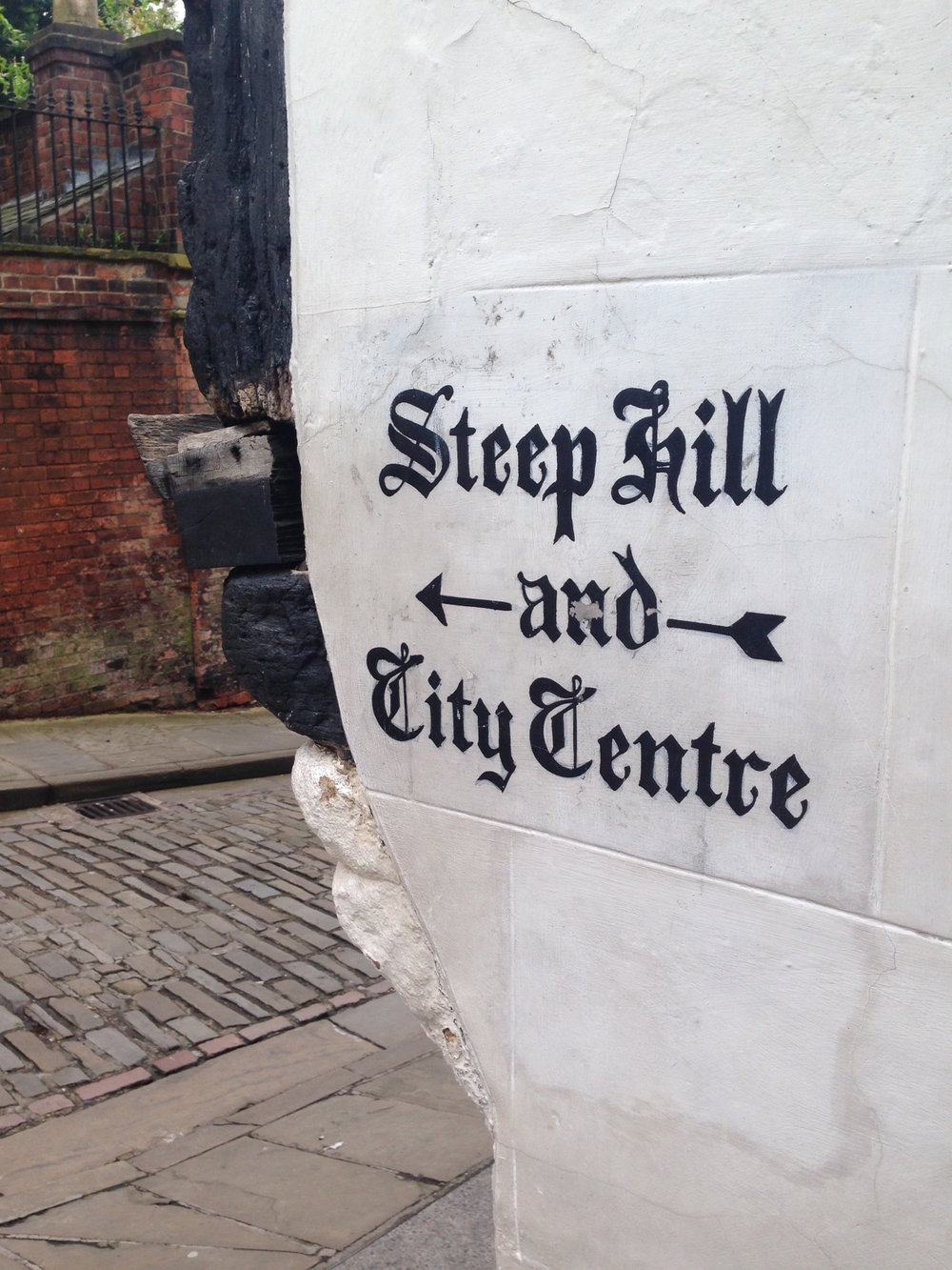 It is moments from the boutique shops of Steep Hill, The Bailgate and a stroll downhill to the City centre