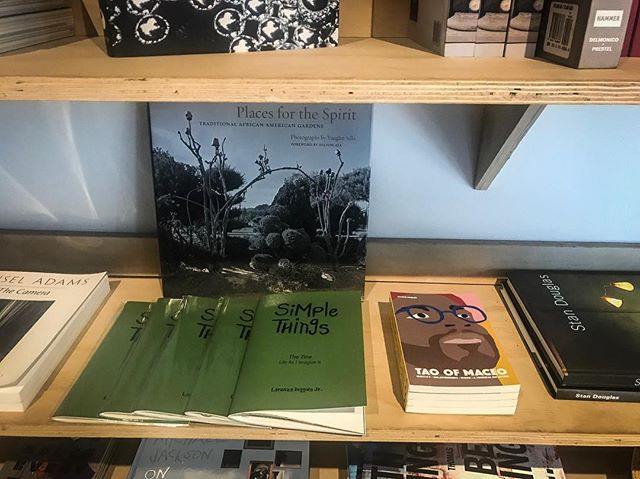 """It's with great pleasure to say that my latest """"Simple Things"""" zine is now being carried at @theundergroundmuseum and as a super added bonus they are also carrying the #TaoofMaceo book by my brother @maceopaisley! ———————————————————————— Next time you're visiting, please be sure to browse the shop and check them both out along with all of the other amazing content! #ingoodcompany ———————————————————————— #TheUndergroundMuseum #UMSTORE #simplethings #simplethingsthezine #simplethingsmerch #STstockist #mylife #thejourney #lifestyle #lorenzodigginsjr #showyourwork #specialprojects #passionprojects #photographyzine #zine #momentofreflection #momentofgratitude #blackexcellence #vscocam #makeportraits #smallvictoriesdoaddup #selfpublished #smallpress #poweredbycbc #colourbloccreativ #cbcpress #blackpublishersmatter - @thesimplethingsproject"""