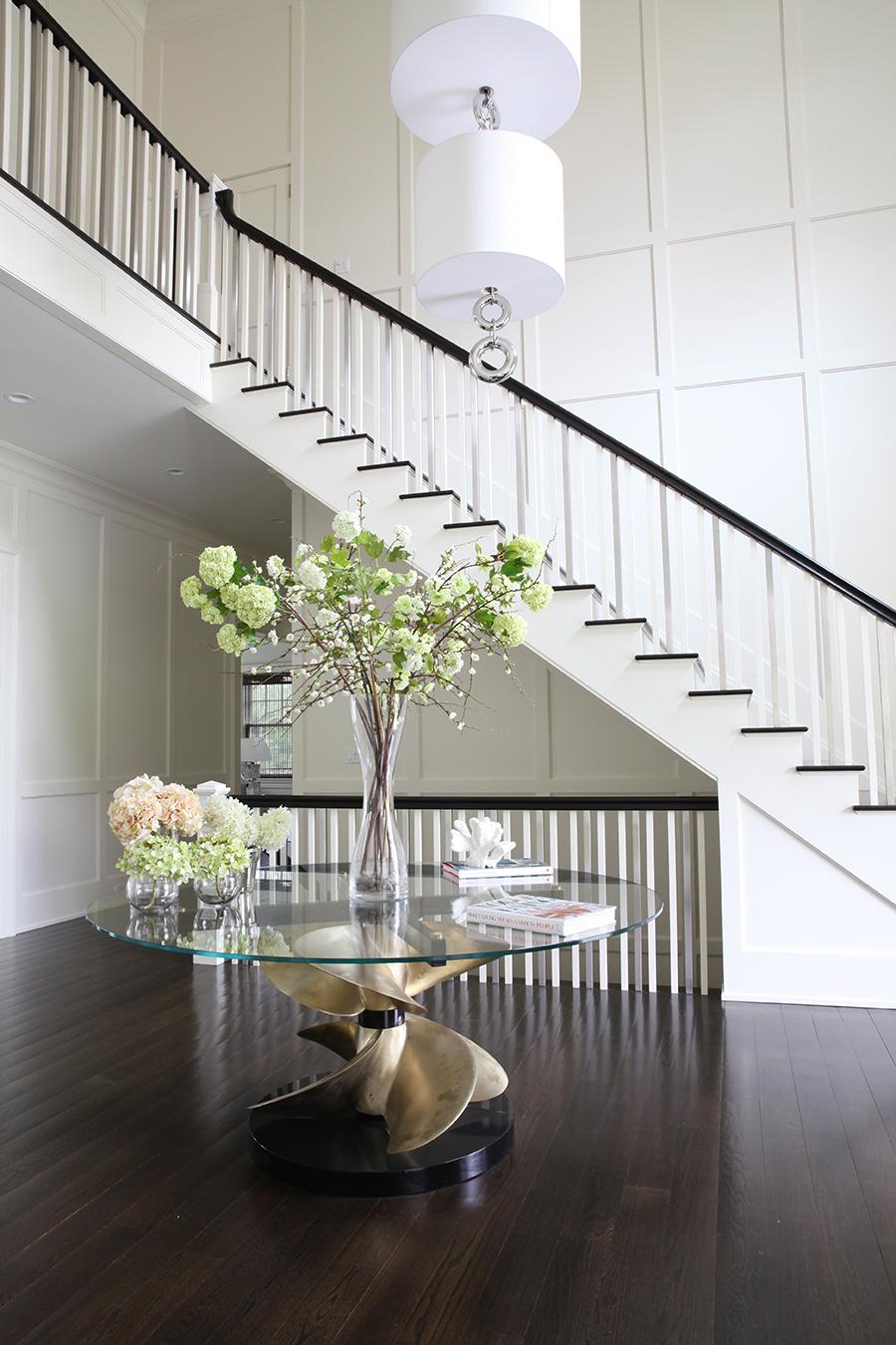 Hamptons_table_lamp_entry.jpg