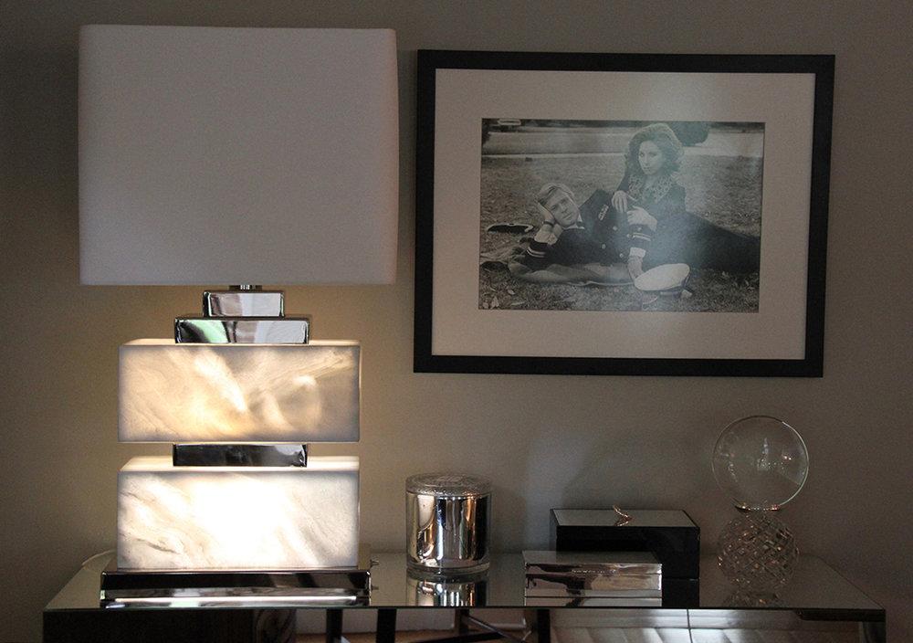 illuminated_white_rectangular_lamp.jpg