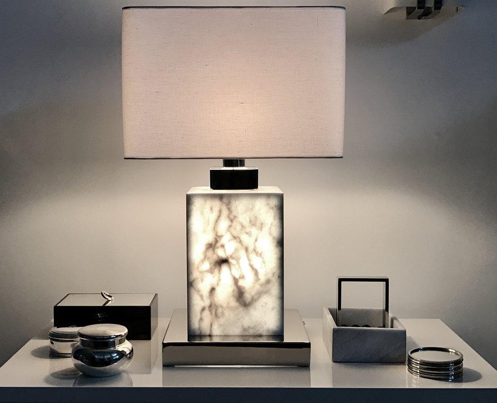 White block illuminated lamp - Yohai.jpg