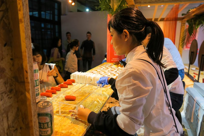 Serving up Sausage desserts with Taiwan beer.