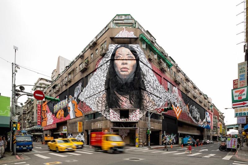 女頭飛 Flying Woman Head mural. Building now demolished. Photo by Pow! Wow!