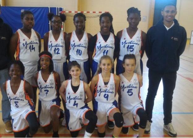 La sélection U13 filles des Yvelines avec Khadija (N°8 en bas à gauche).