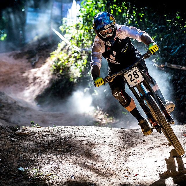 That's a wrap! Cairns provided a dramatic end to the season with a few thrills and spills. Congrats to @wynmasters and @brookmacdonald6 for fighting the good fight and congrats to the 2017 World Champions! #srslyfun #mtb 📷 @svenmartinphoto