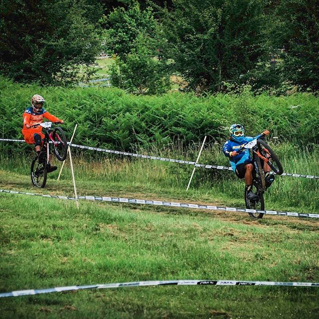 It's wheelie Wednesday here's me and @deakinator1 Wheelie'n the Quad eliminator at the @malvernsclassic #wynswheeliewednesday 📸 @monty_creates 🤘🏼🤘🏼@gtbicycles @dewalttough  @ride100percent @rideshimano @schwalbetires @fox #ridefox @extremeofficial @sombriocartel @raceface604 @stansnotubes #mtb #gtbicycles #malvernsclassic #wheelie #wheeliewednesday
