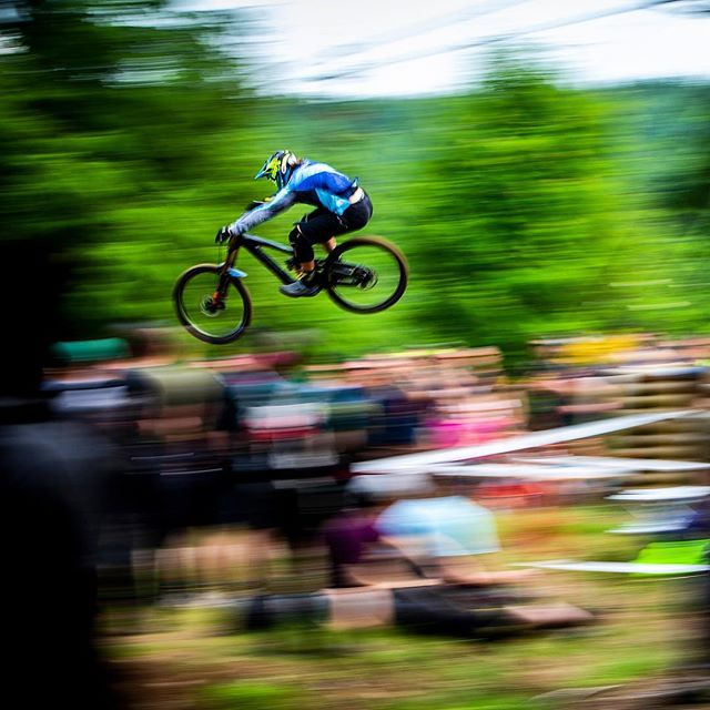 Sending it in to the weekend! #panshotfriday 📸 @svenmartinphoto 🤘🏼🤘🏼 @gtbicycles @dewalttough  @ride100percent @rideshimano @schwalbetires @fox  @extremeofficial @sombriocartel @raceface604 @stansnotubes #sendit #fortwilliam