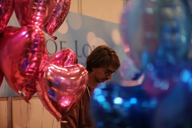 Jacob E. preparing balloons