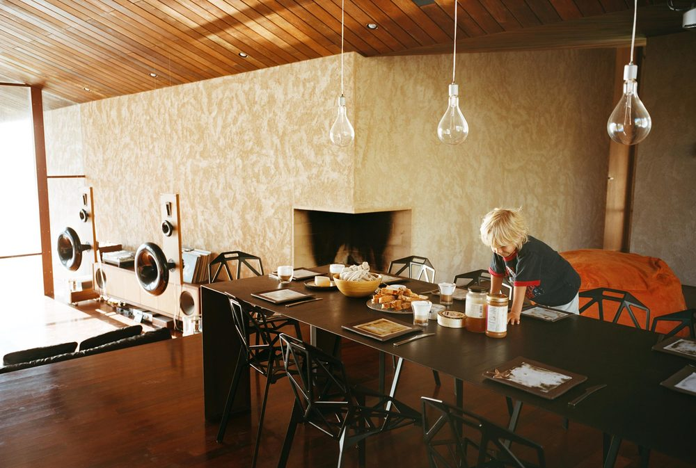 22_Kitchen-table-with-boy--500.jpg