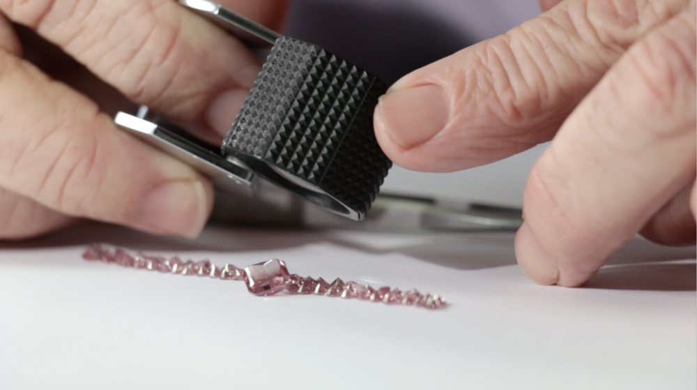 Our experts & gemologist carefully study each diamonds characteristics to maximize it's full potential.