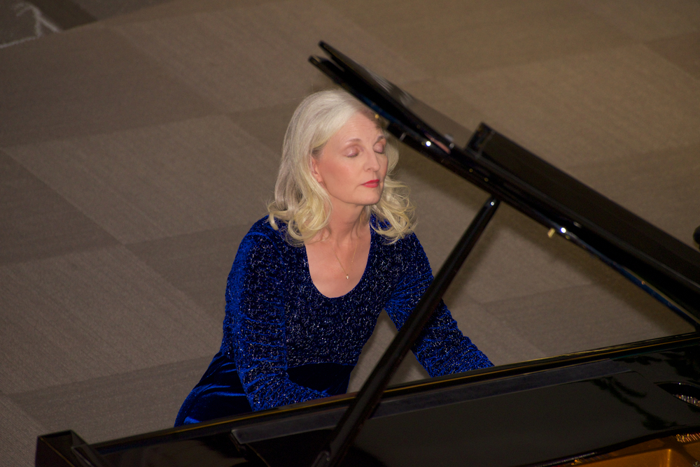Pamela Howland Live