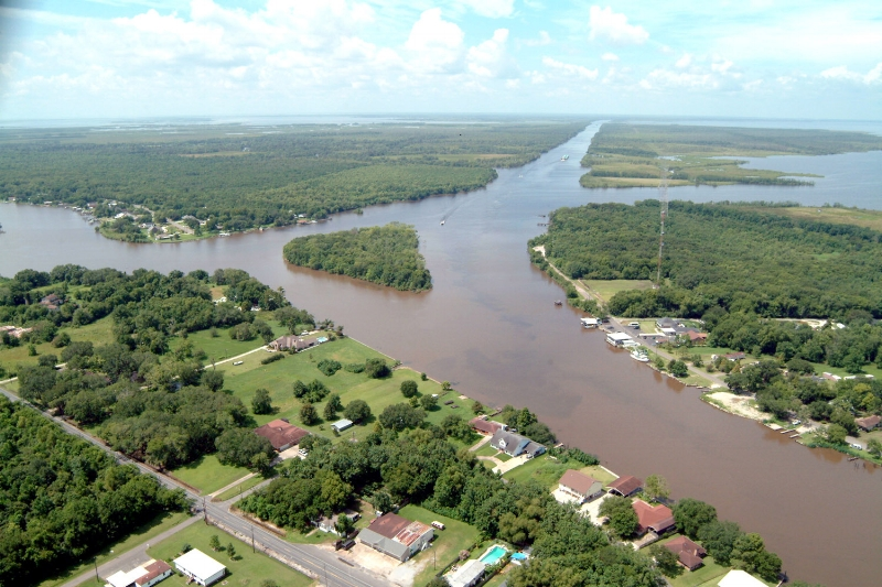 Intracoastal_Waterway_at_Bayou_Barataria.jpg