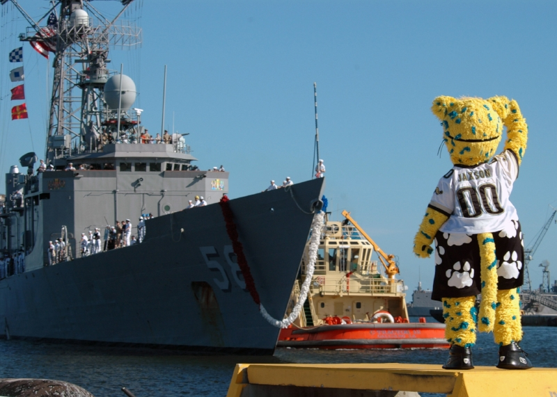 US_Navy_070926-N-1522S-005_Jacksonville_Jaguars_mascot_Jaxon_Deville_salutes_Sailors_aboard_guided-missile_frigate_USS_Samuel_B._Roberts_(FFG_58)_as_the_ship_returns_to_Naval_Station_Mayport.jpg
