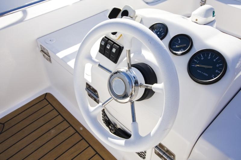 Powerboat steering wheel