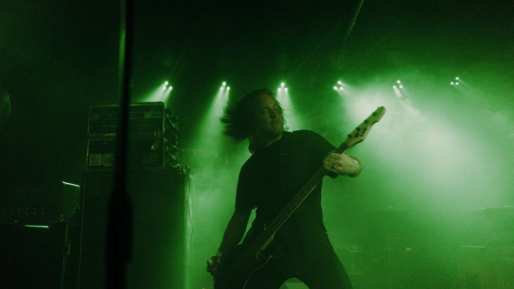 Bassist, Jon