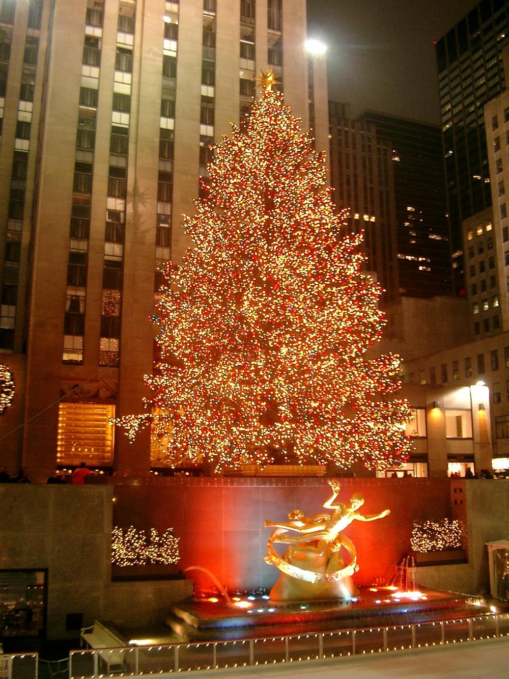 Rockefeller_Center_christmas_tree.jpg