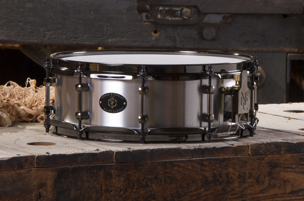 Alloy 4.75 x 14 Chrome With Black Hardware