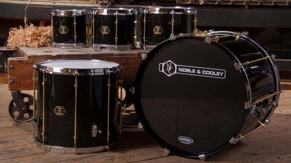 Horizon, Piano Black with Gold Tube Lugs