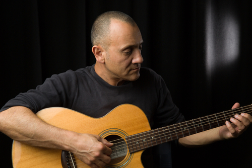 "FINGERSTYLE ""Lucas Michailidis is quite simply a guitar-  playing phenomenon..."" — Akustik Gitarre, Germany"