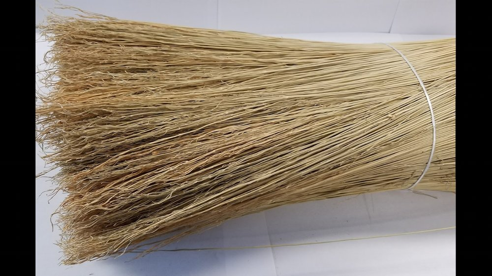 Processed broomcorn hurl's clean and wavy tip.