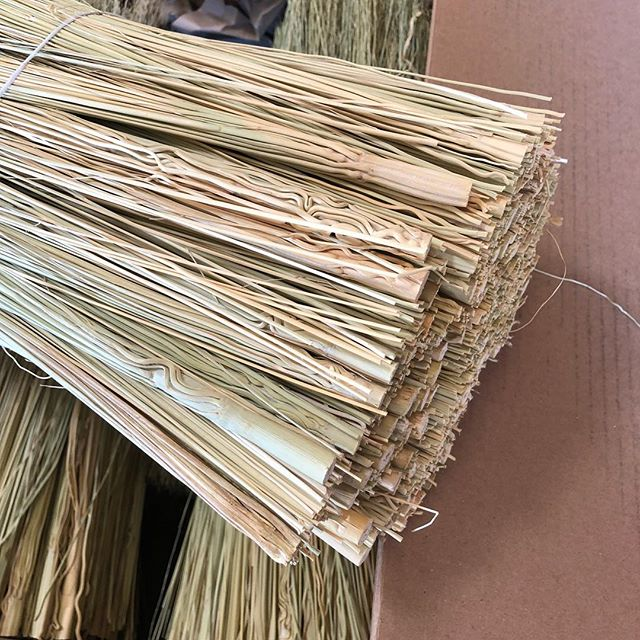 Hi I usually only sell insides broomcorn in bales but I have listed 6 boxes online in each length. Boxes weigh around 20 lbs each. Insides are only cut to 16, 18, and 20 in length. #broomcorn #caddysupply