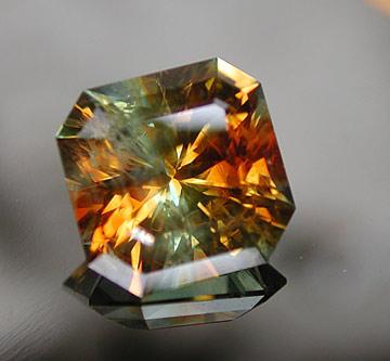 Orange-Green-Bi-Color Sapphire