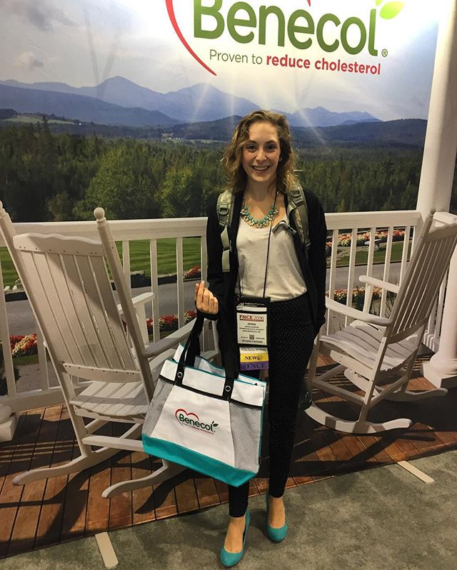 When the 👠match the 👜 perfectly! Come get your #Benecol tote tomorrow at Booth 3209! #FNCE