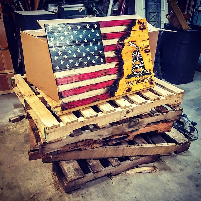 From pallet scraps to rustic flag. Its a journey, but well worth it in the end!  #palletwoodprojects #pallet #palletwood #rusticflag #woodenflag #gadsdenflag #americanflag #americangadsdenflag #jonnychappsmercantile #starttofinish #woodworking #hardworkpaysoff #donttreadonme #america #merica