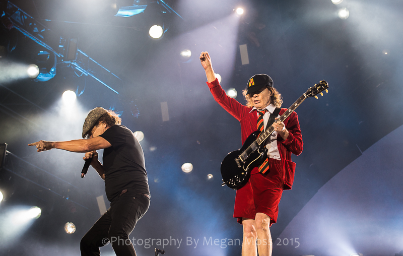 CLICK THE IMAGE ABOVE FOR LIVE PHOTOS FROM AC/DC's  AUCKLAND SHOW BY BY    MEGAN MOSS