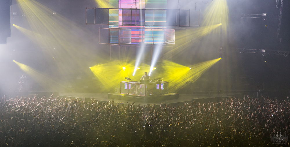 CLICK THE IMAGE ABOVE FOR LIVE PHOTOS FROM FLUME'S AUCKLAND SHOW   BY  LEAH VICTORIA