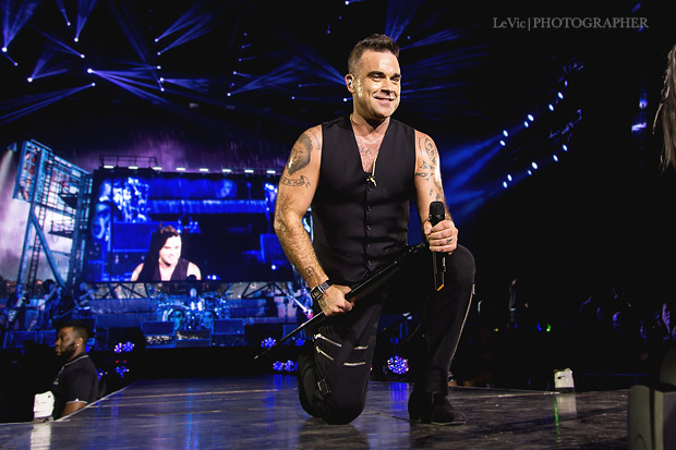 Robbie Williams performing at the Vector Arena (now Spark Arena) Tuesday November 3rd, 2015 - Photo by Leah Victoria