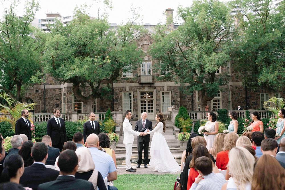 Beautiful wedding in toronto at Graydon hall manor